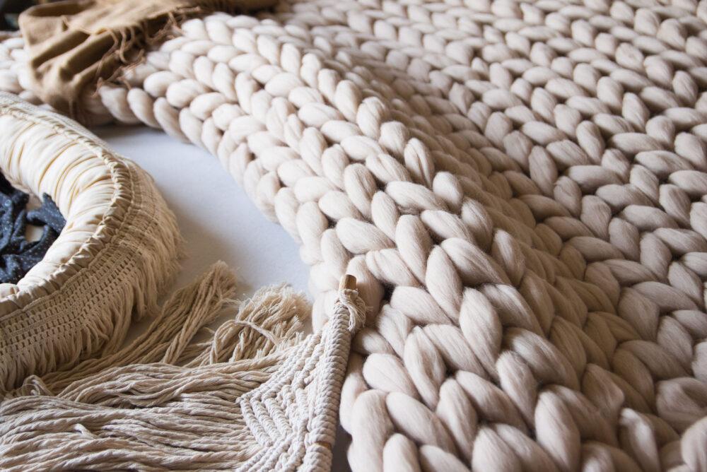 Krásny ručne pletený pléd